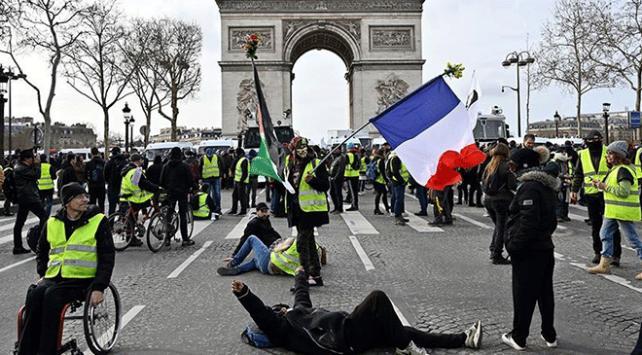 Sarı yelekliler Avrupa Parlamentosu seçimleri öncesinde yeniden sokaklarda