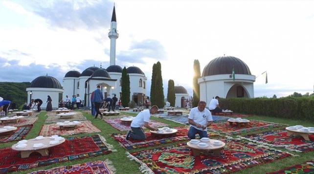 Bosna Hersekte geleneksel iftar sofraları kuruldu
