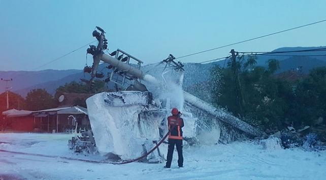 Sakarya'da akaryakıt tankeri ile arı yüklü kamyonet çarpıştı