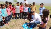 Öğrencileri için cep telefonu ve uçurtmayla drone yaptı
