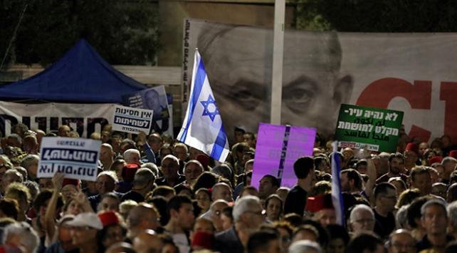 Netanyahunun soruşturmadan kaçma girişimine protesto