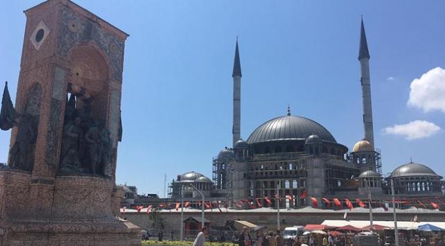 Taksim Camiinde sona doğru