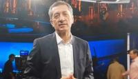 Bakan Selçuk'tan TRT personelinin kardeşine doğum günü sürprizi