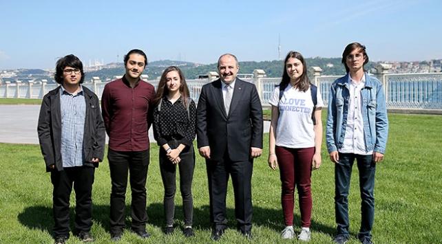 Bakan Varank, ABDden ödülle dönen öğrencilerle buluştu