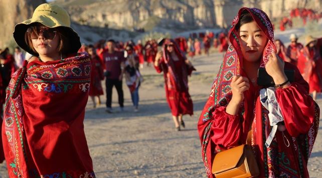 Türkiye tatili ile ödüllendirilen Çinli kadınlar Kapadokyada