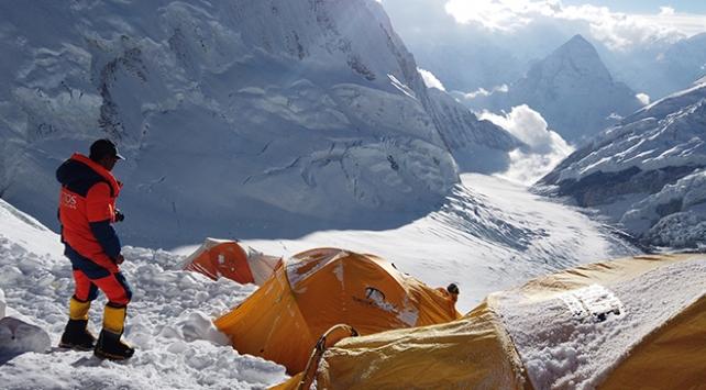 Everestte bu sezon 11 dağcı öldü