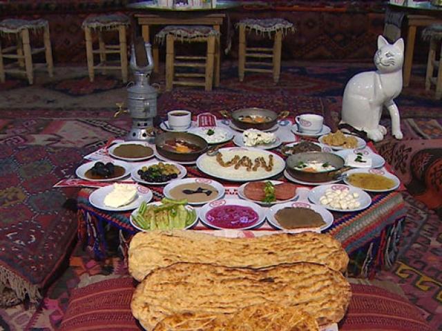 Kahvaltı sofrasında 25 çeşidi bulunduran şehir: Van