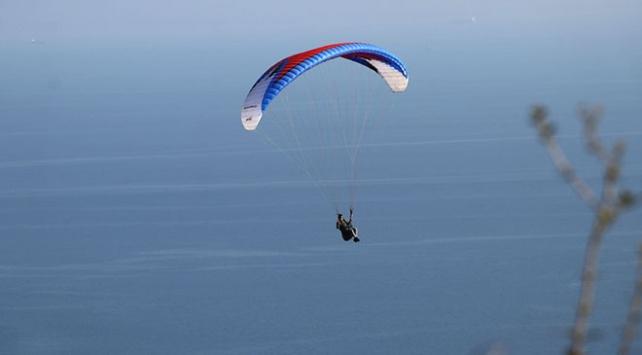 Uçmakdere bayramda paraşüt tutkunlarını bekliyor