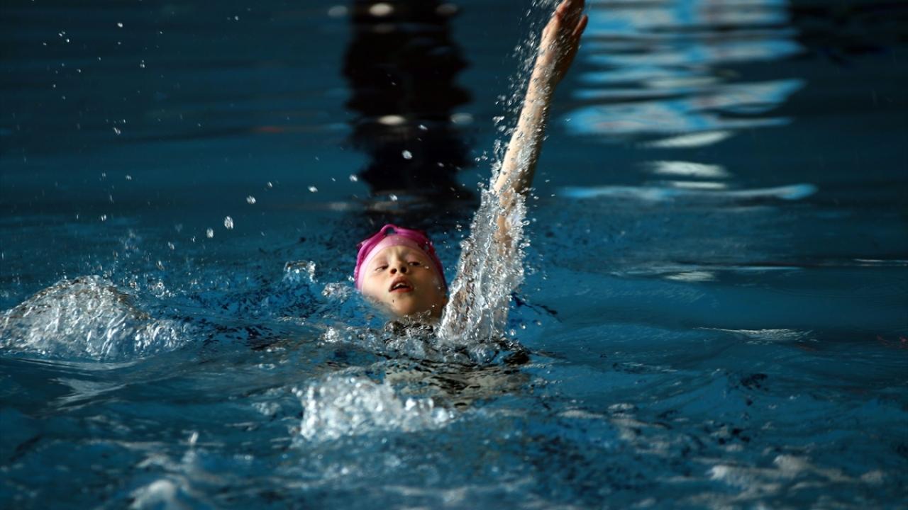 Görme engelli albino kardeşlerin hedefi milli takım