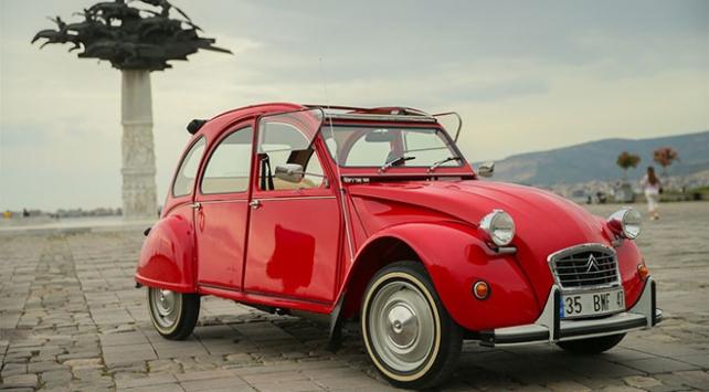 Klasik otomobilini yeniden yollarla buluşturdu