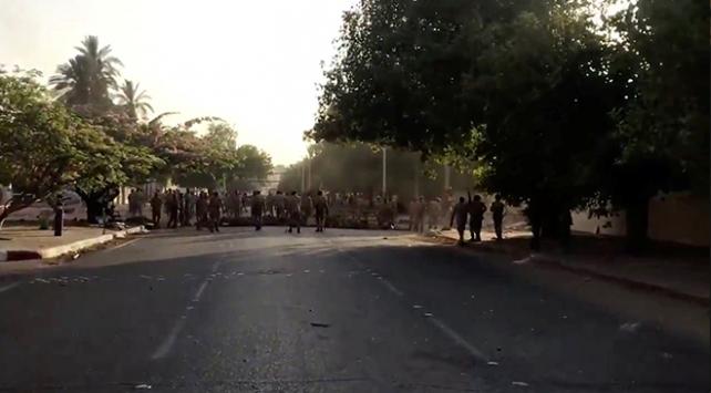 Sudanda askerden göstericilere müdahale