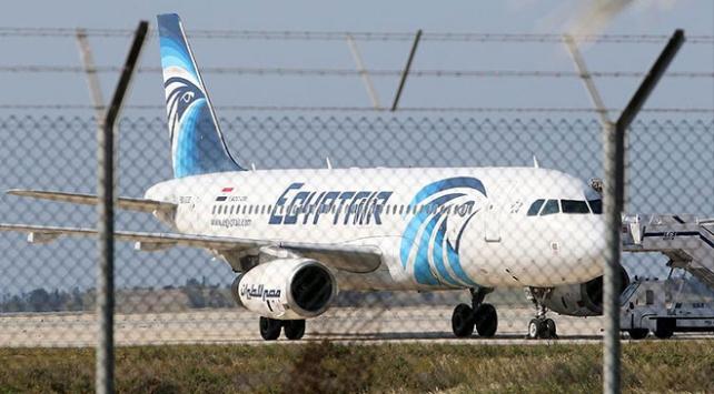 Mısır havayolu şirketi Sudan'a 2 uçuşunu iptal etti
