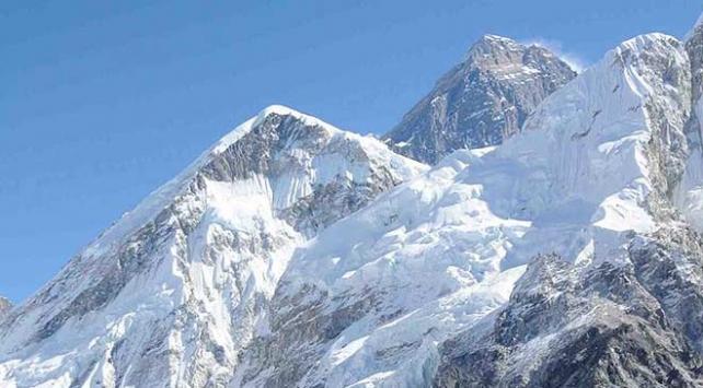 Everestten 11 ton çöp toplandı