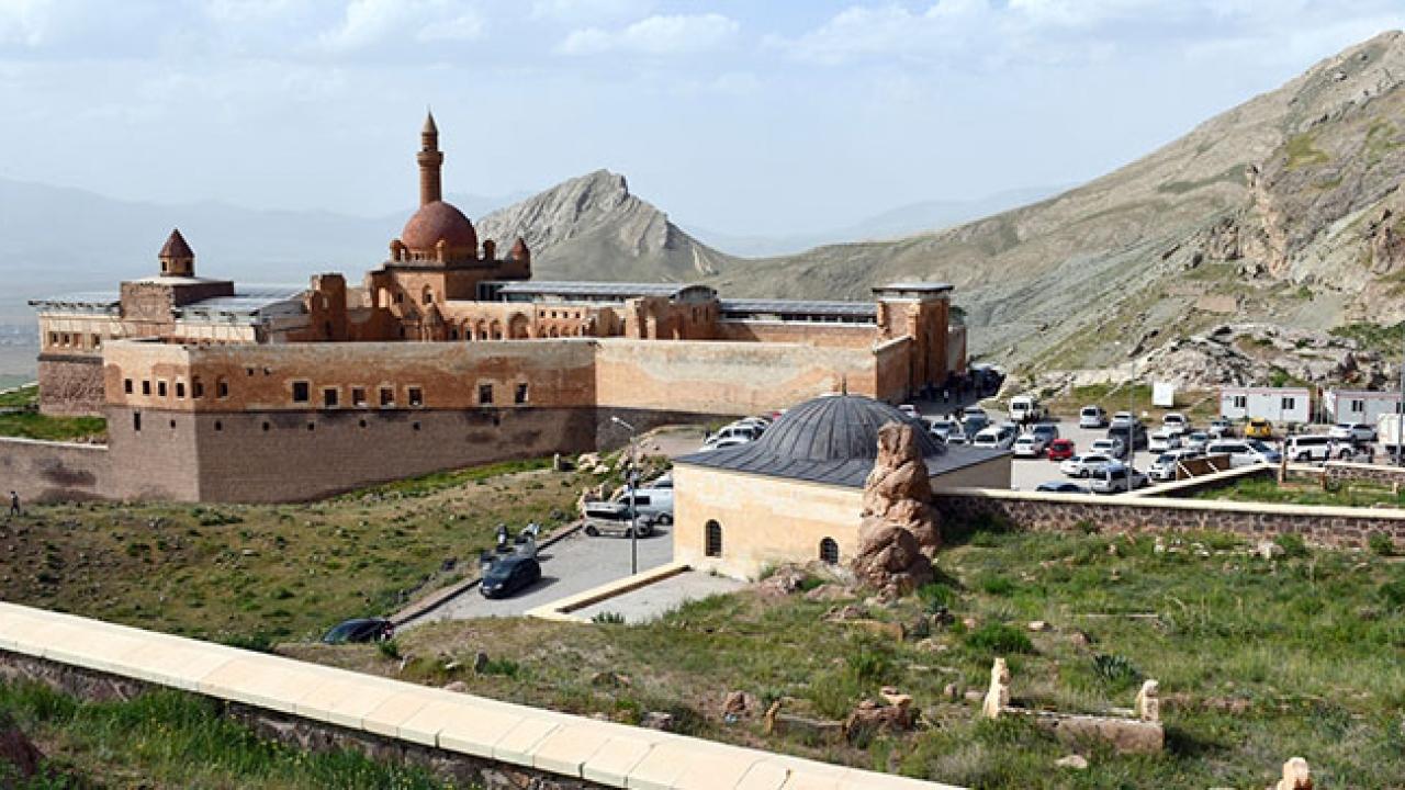 Tarihi İshak Paşa Sarayında bayram yoğunluğu