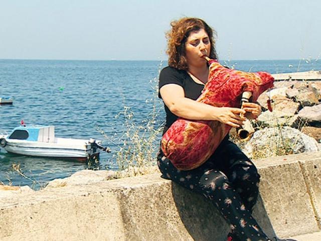 Türkiyenin ilk kadın tulum sanatçısı