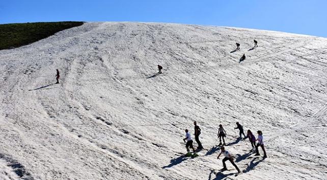 Yılın 8 ayı karın erimediği Muşta haziranda kayak yapıldı