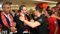 Bakan Kasapoğlu milli takıma destek için İzlanda'da