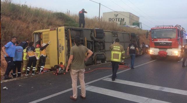 Balıkesirde tur otobüsü ile otomobil çarpıştı: 4 ölü, 48 yaralı
