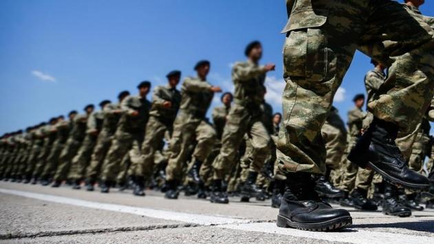 AK Parti askerlik teklifini görüşecek