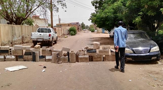 Sudanda muhalifler sivil itaatsizlik eylemlerini ve grevi askıya aldı