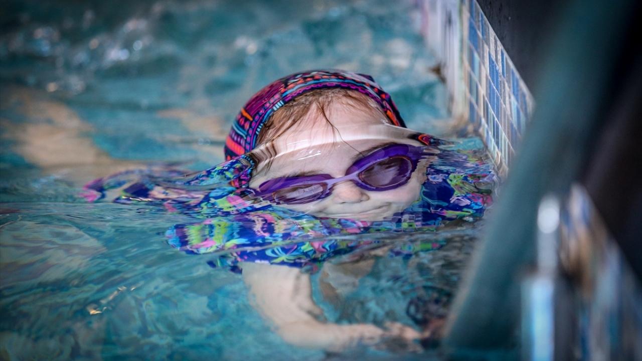 """5 yıllık yüzme eğitimi çocukları """"çelik"""" gibi yapıyor"""