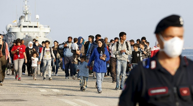 İtalyada göçmenleri kurtaran gemilere para cezası geliyor
