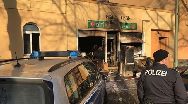 Alman hükümeti camilere saldırıları kınadı