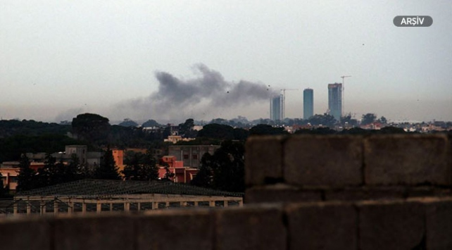 Libyada Hafter güçlerinden hava saldırısı: 8 yaralı