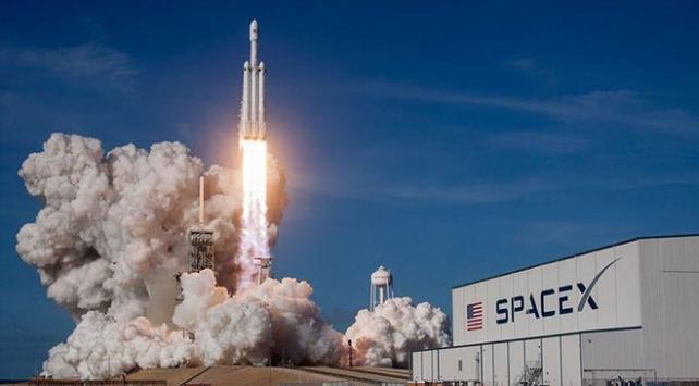 SpaceX Kanadaya ait 3 uyduyu uzaya fırlattı