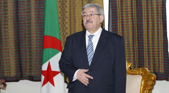 Cezayirde eski Başbakan ve Bakan tutuklandı
