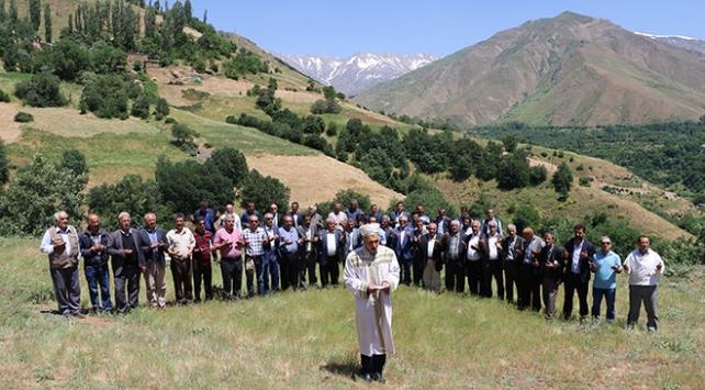 2 bin 500 rakımlı yaylada bal duasına çıktılar