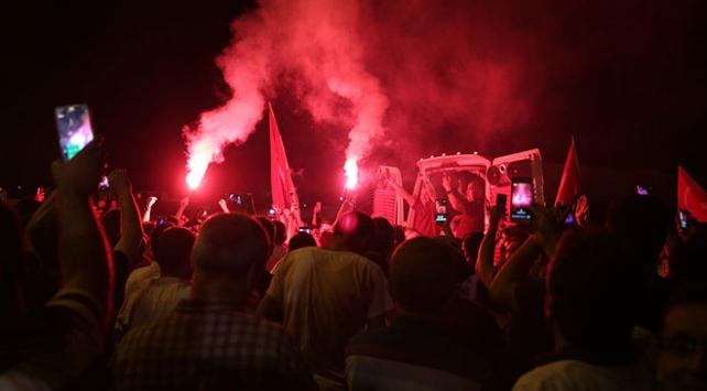 "İBB önünde ""plaka tahdidi"" kutlaması"
