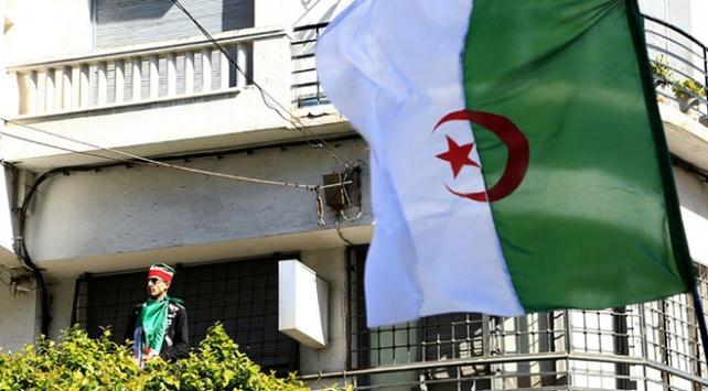 Cezayirde eski cumhurbaşkanı adayı tutuklandı