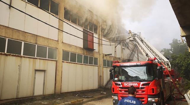 Pendikte fabrika yangını