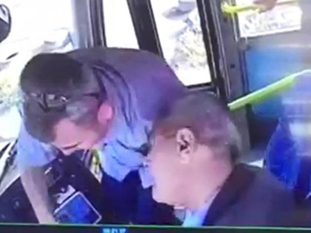 Şoför kalp krizi geçirdi, dikkatli yolcu kazayı önledi