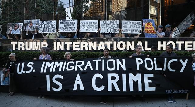 Trumpın doğum gününde New Yorkta protesto