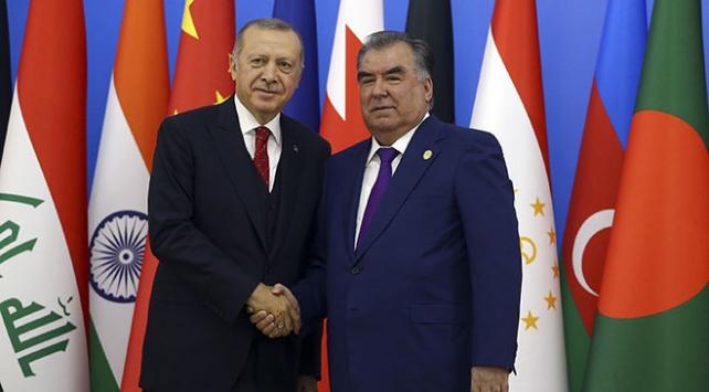 Cumhurbaşkanı Erdoğan Tacikistanda ikili görüşmeler yaptı