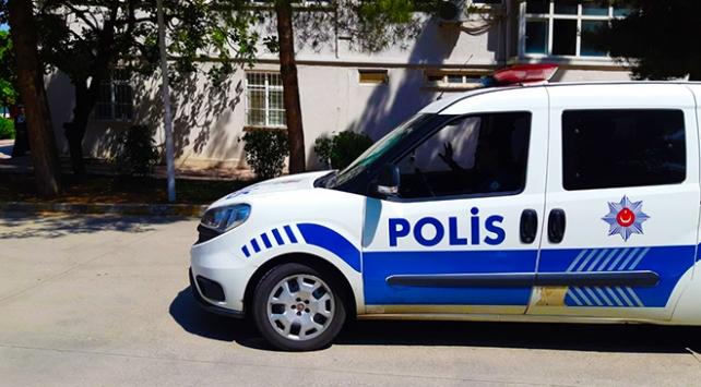 Sınav yerini şaşıran öğrencinin imdadına polis yetişti
