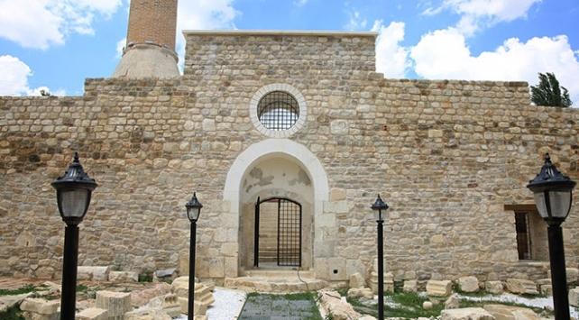 7 asırlık caminin izleri gün yüzüne çıkarıldı