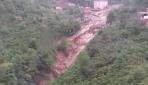 Trabzonda sel suları önüne çıkan her şeyi sürükledi
