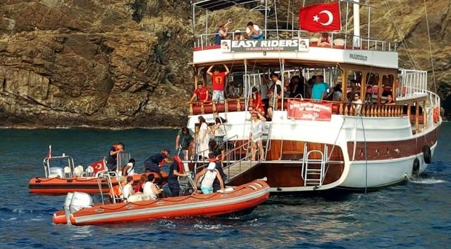 Muğlada karaya oturan teknedeki 39 kişi tahliye edildi