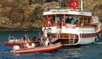Muğla'da karaya oturan teknedeki 39 kişi tahliye edildi