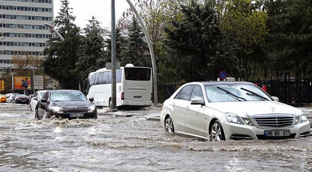 """Meteorolojiden """"selde araç kullanmaya çalışmayın"""" uyarısı"""