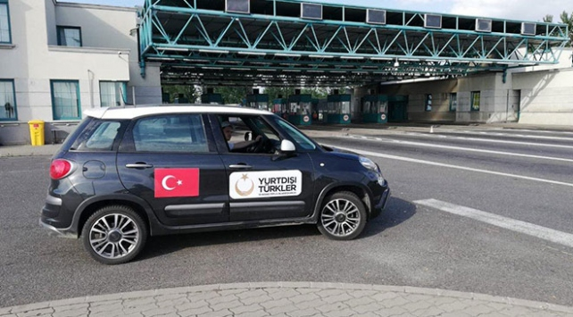 YTB Türkiyeye tatile gelen vatandaşları Sırbistanda karşılıyor