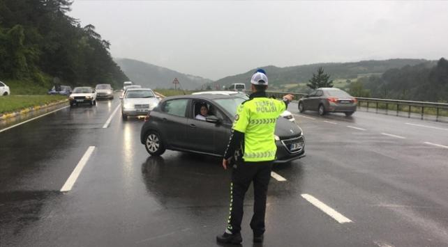 D-100 kara yolu Ankara istikametinde ulaşıma sel engeli
