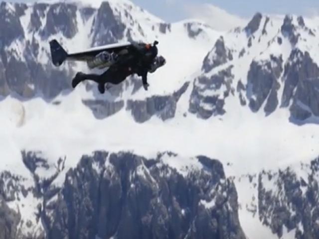 """""""Jet Adam"""" Alpler'in üzerinde uçtu"""