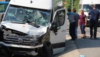 Marmaris'te turistleri taşıyan minibüs tırla çarpıştı