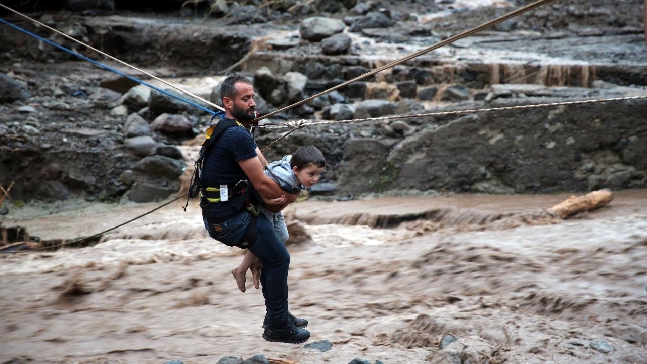 Trabzon Araklıdaki selde kaybolan 3 kişi aranıyor