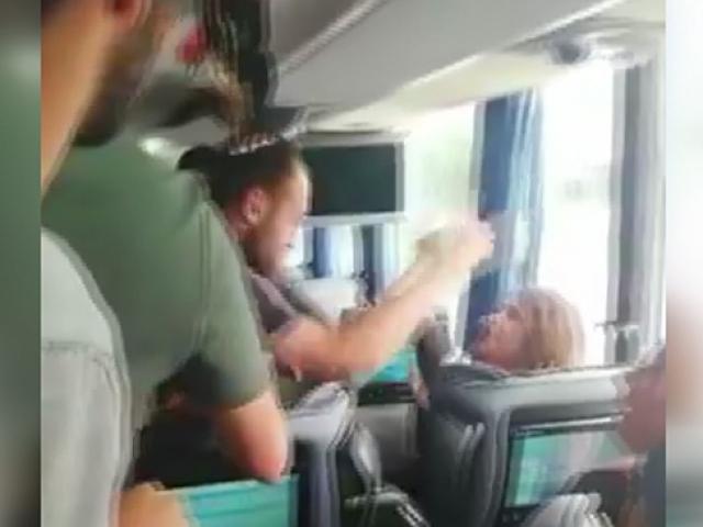 Otobüsün önünü kestiler, bir kadını darp ederek kaçırdılar