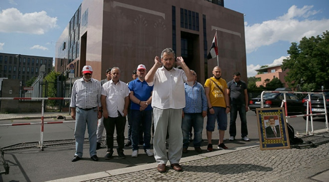 Berlin'de Mursi için gıyabi cenaze namazı kılındı